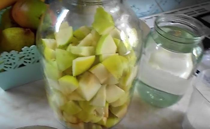 яблоки нарезанные на дольки