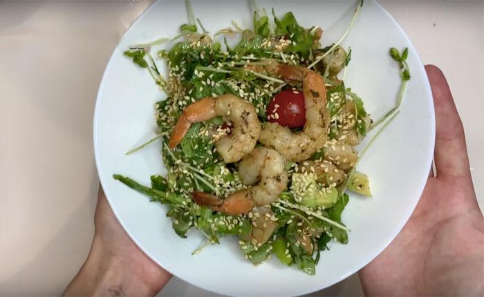 Салат с креветками и авокадо - топ очень вкусных рецептов с фото пошагово | Простые рецепты салатов с авокадо и креветками