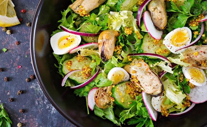 Салат с мидиями: вкусные рецепты без майонеза