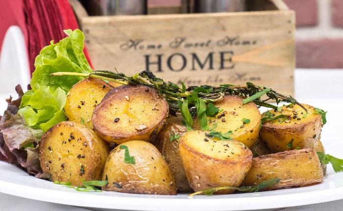 Картофель в духовке: самые вкусные рецепты